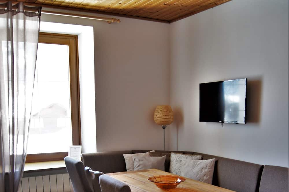 Apartment ([5] excl. 50 € cleaning fee per stay) - Living Room