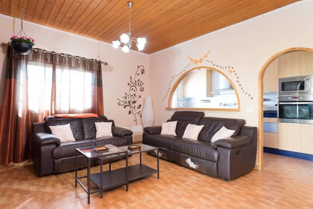 Family House, 3 Bedrooms - Living Area