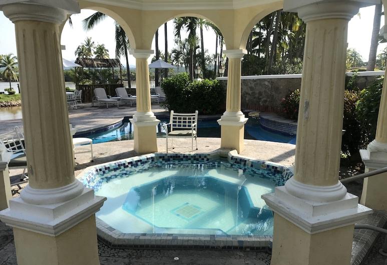 濱海別墅 - 聖誕島大飯店, 納維達島, 室內/室外游泳池