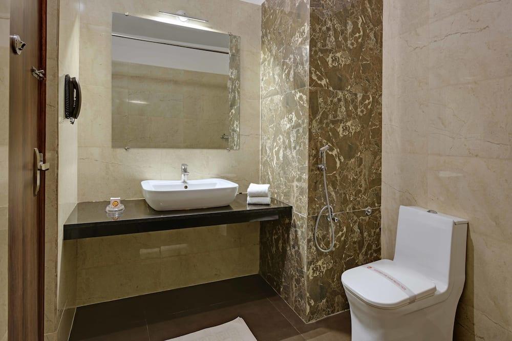 Chambre Deluxe, 1 lit double, accessible aux personnes à mobilité réduite, vue jardin - Salle de bain