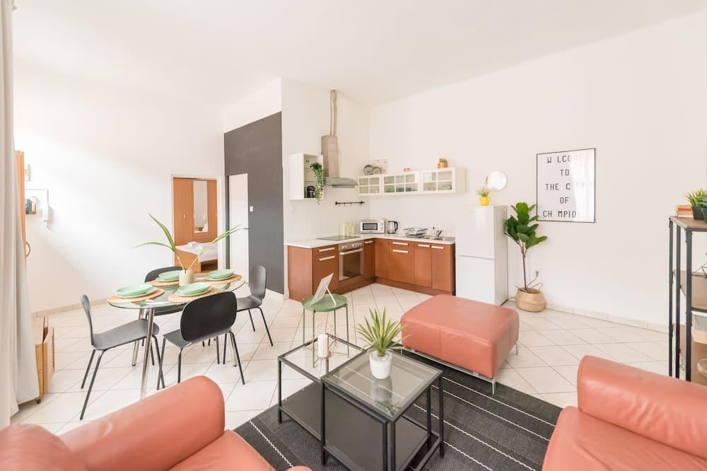 Dzīvokļnumurs, 1 divguļamā karalienes gulta un dīvāngulta, nesmēķētājiem - Dzīvojamā zona