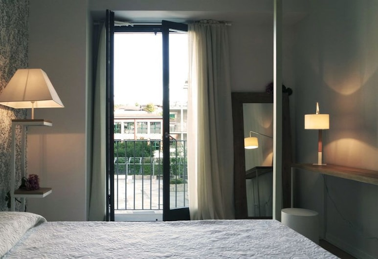 Indisparte Suites, Bergamo, Family Room, Multiple Beds, Non Smoking (Banana Yoshimoto), Guest Room