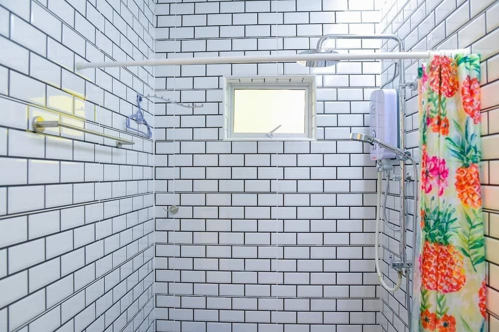 Basic Cabin, 1 Queen Bed - Bathroom