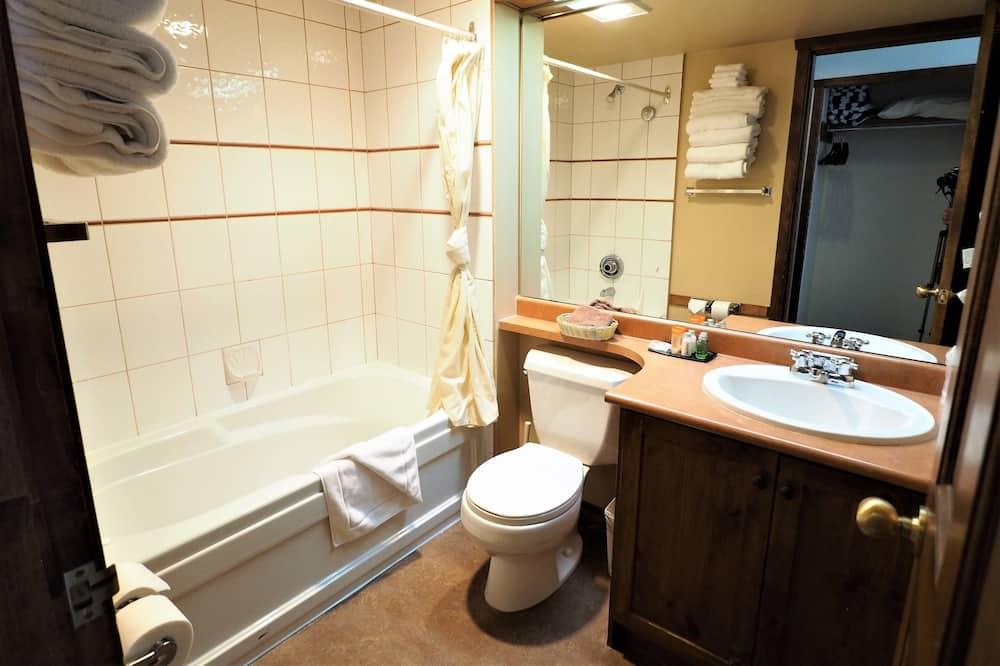 公寓客房, 1 間臥室, 熱水浴缸 (Apex Mountain Inn 223-224) - 浴室