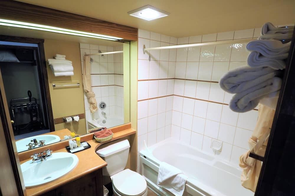 Квартира, гидромассажная ванна (Apex Mountain Inn 224) - Ванная комната