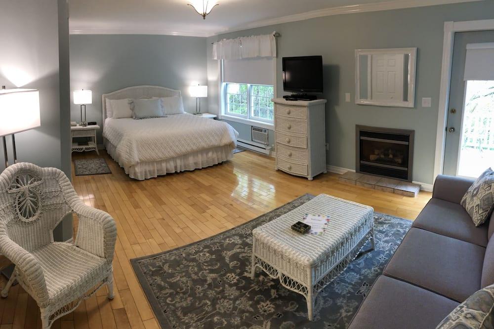 Standard Room, 1 Bedroom, Non Smoking (Deluxe King Room with Deck) - Ruang Tamu