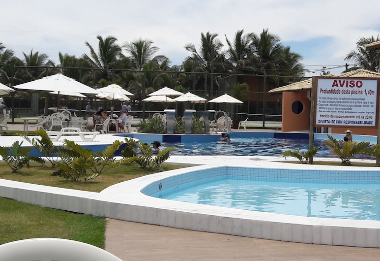 Ground floor apt with 3 bedrooms all furnished in gated community Guarajuba, Camacari, Kolam