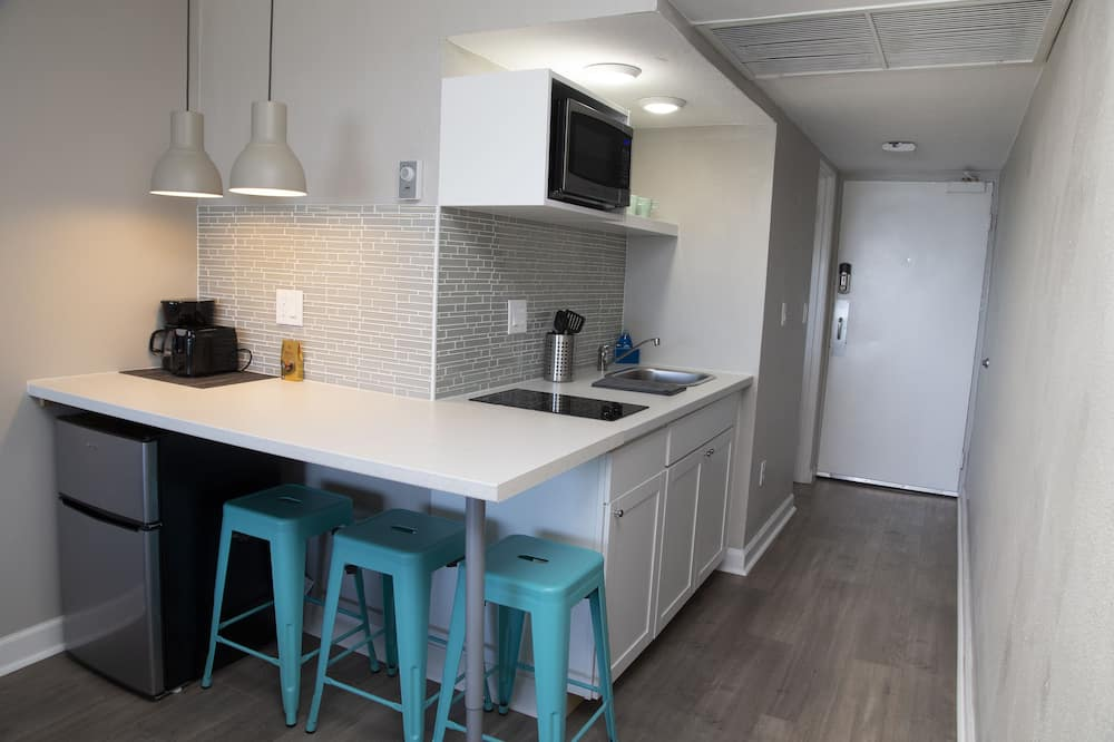 Premium-Studiosuite, 2Queen-Betten, Küche, Meerblick - Essbereich im Zimmer