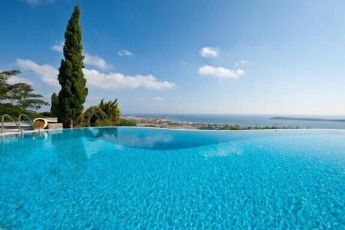 プール付きの4ベッドルームの豪華なヴィラと素晴らしい海の景色/