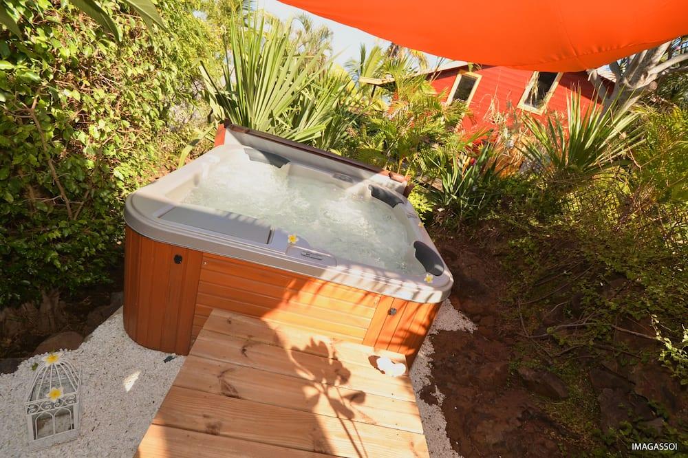 Comfort Bungalow, Hot Tub, Lagoon View - Private spa tub