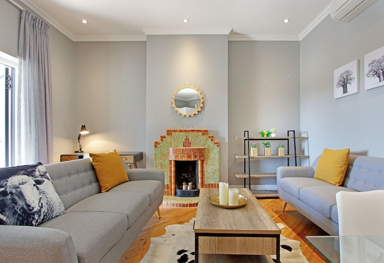 Warwick Mansions 11, Cape Town, Comfort Apartment, 2 Bedrooms, Living Room