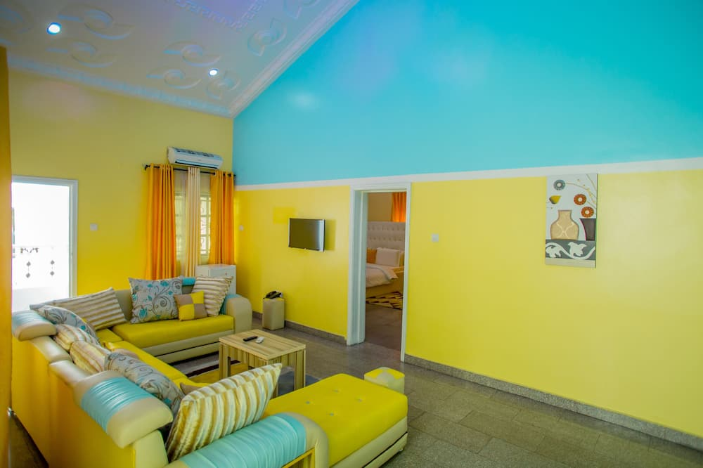 Executive Suite (Eclipse) - Living Room