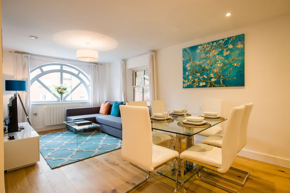 Superior Apartment, 2 Bedrooms - Living Area