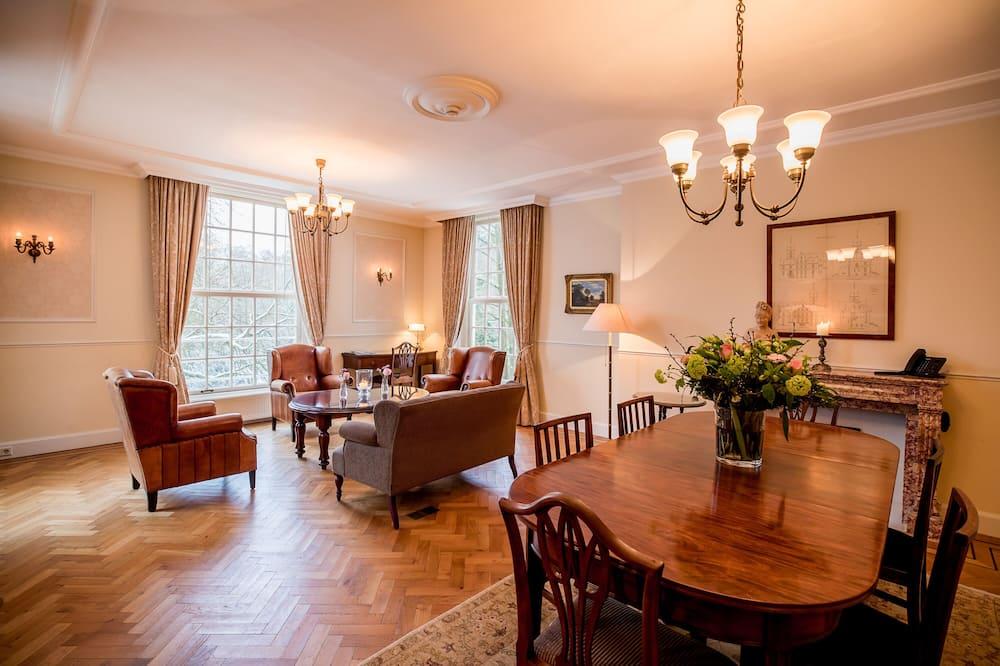 Luxury Suite - Tempat Makan dalam Bilik