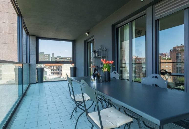 Altido Bellevue Building, Milan, Apartment, 3 Bedrooms, 2 Bathrooms, Living Area