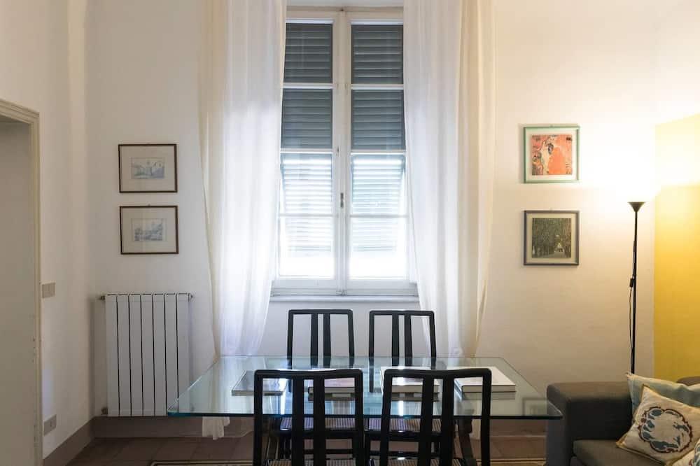 Apartment (2 Bedrooms) - Ruang Tamu