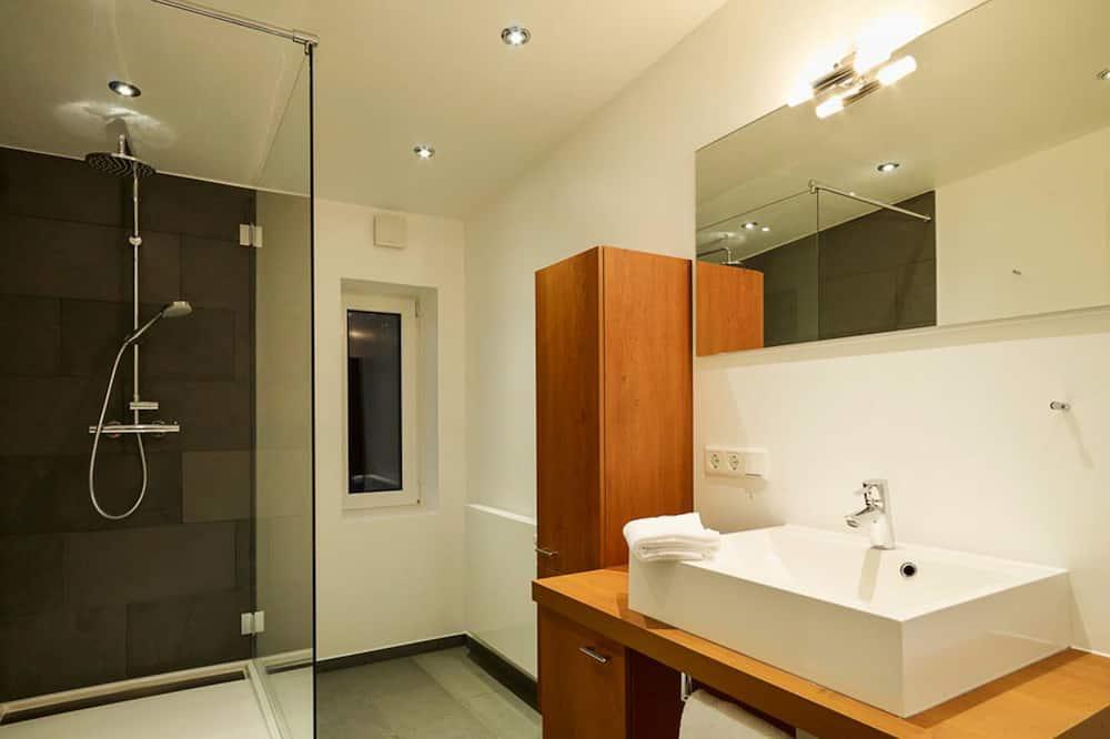 Superior Double Room, Non Smoking - Bathroom