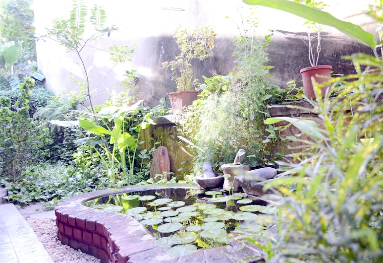 A La Villa Creole , Pondicherry, Garden