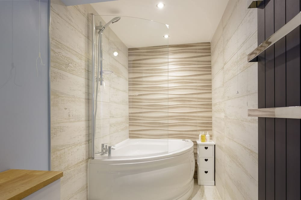Luxury Apartment, Hot Tub, Garden View (Stopover Albany Garden) - Bathroom