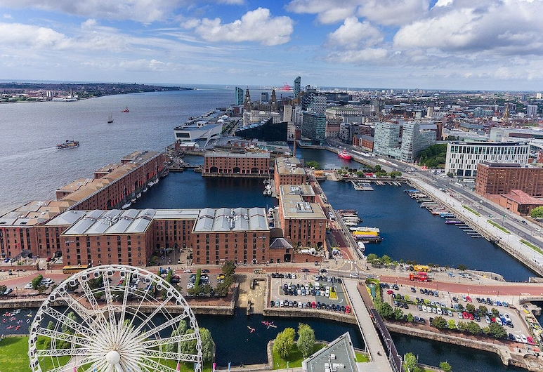 2 Bedroom Luxury Dockland Apartment - Free Parking, Liverpool