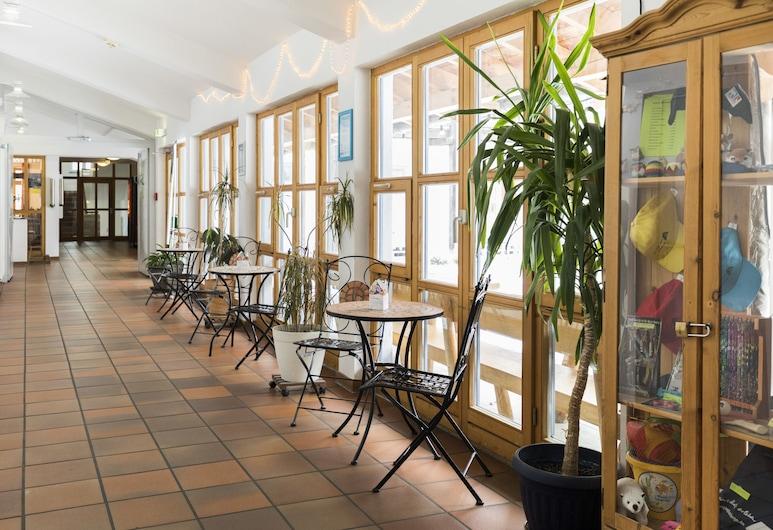 DJH Jugendherberge Oberstdorf-Kornau, Oberstdorf, Zona con asientos del vestíbulo