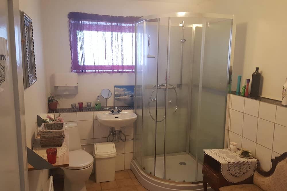 Economy Double or Twin Room, Shared Bathroom (Room 2) - Bathroom