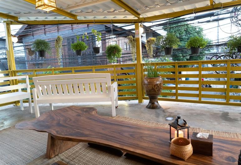 Past Tense Hostel, Chiang Mai, Terrasse/Patio