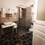 Exclusive Suite, City View - Bathroom