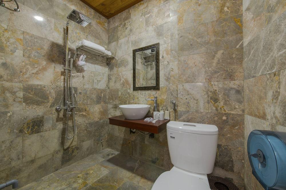 Deluxe Room, Balcony, River View - Bathroom