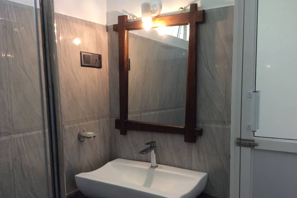 Deluxe-Zimmer, 1 Queen-Bett, Nichtraucher, Gartenblick - Badezimmer