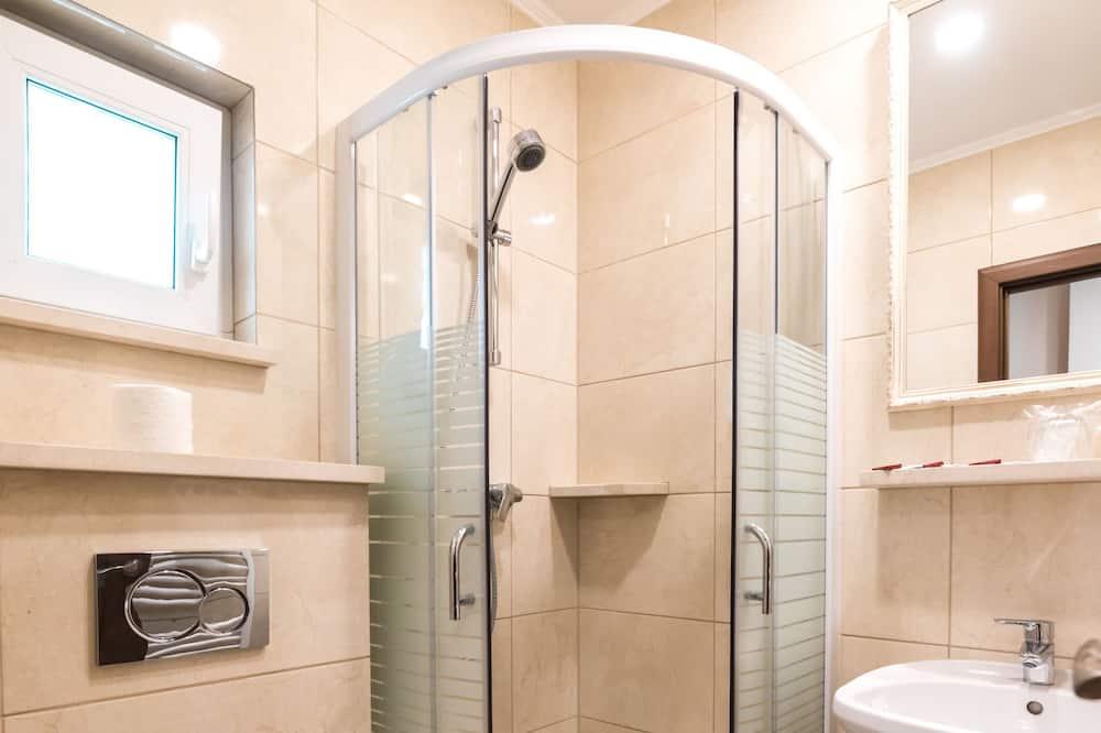 Kolmen hengen huone, Useita sänkyjä, Tupakointi kielletty - Kylpyhuoneen suihku