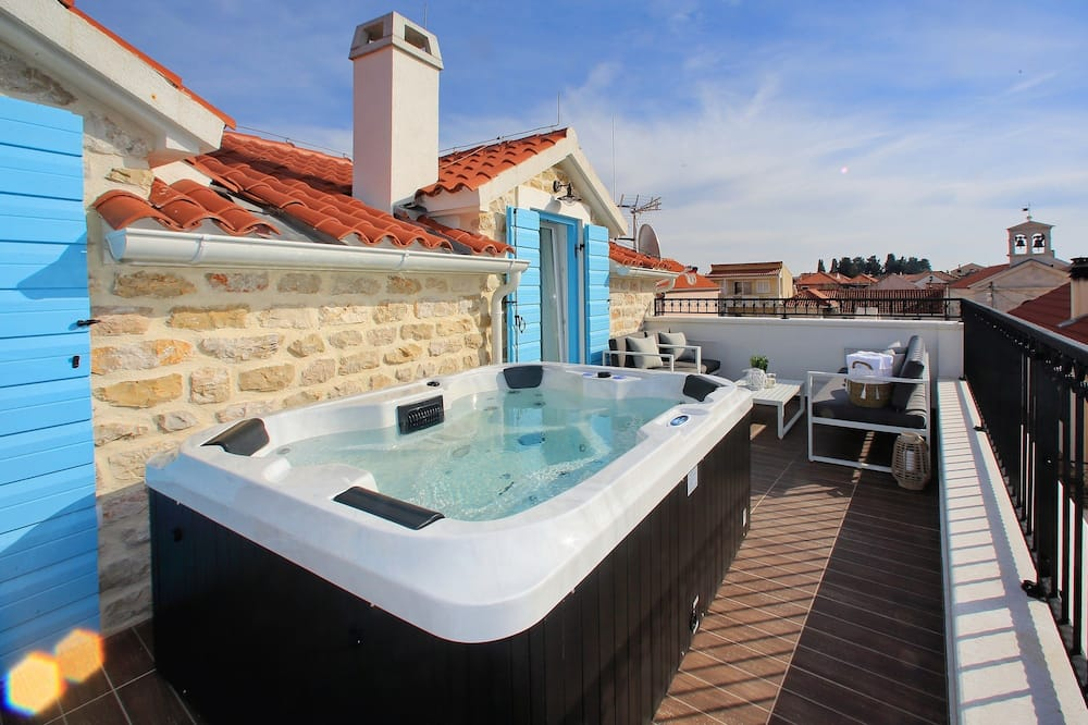 Luxury Penthouse (2 Bedrooms) with Sea view and Hot Tub - Varanda