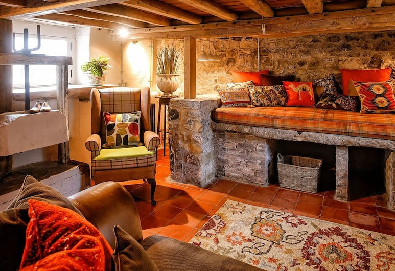 The Cheese House at Gileston Manor, Barry, Cottage, Non Smoking, Living Area