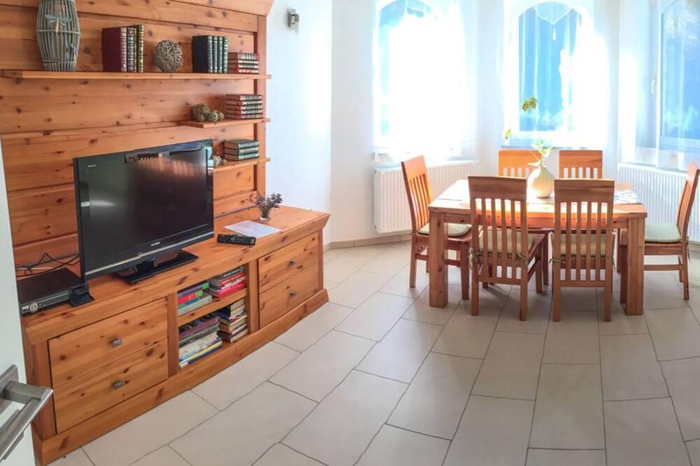อพาร์ทเมนท์, ซาวน่า (1) - พื้นที่นั่งเล่น