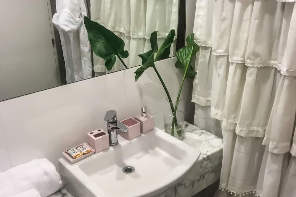 Deluxe Apartment, 1 Bedroom, Balcony - Bathroom