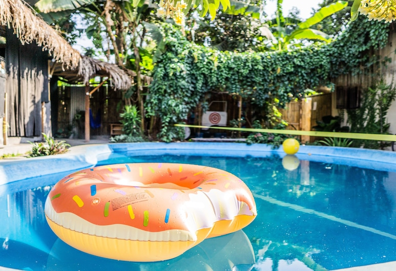 Losmanos Hostel, Yogyakarta, Piscine en plein air