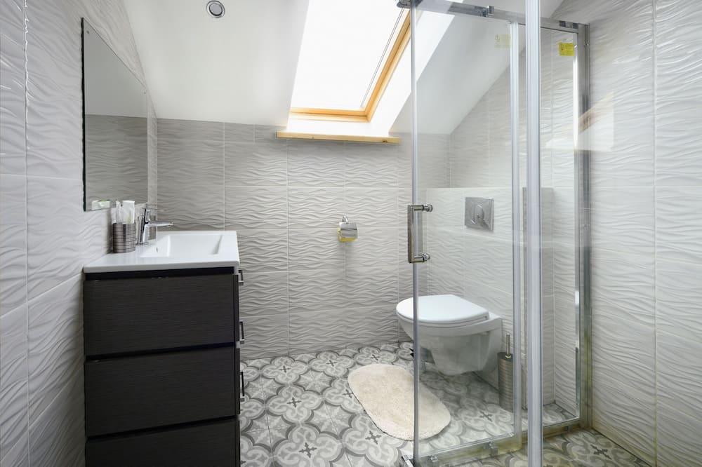 Apartment, Kitchen - Bilik mandi