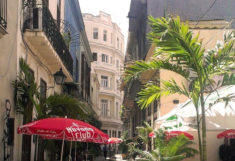 Yaqui House, Havana, Hotel Front