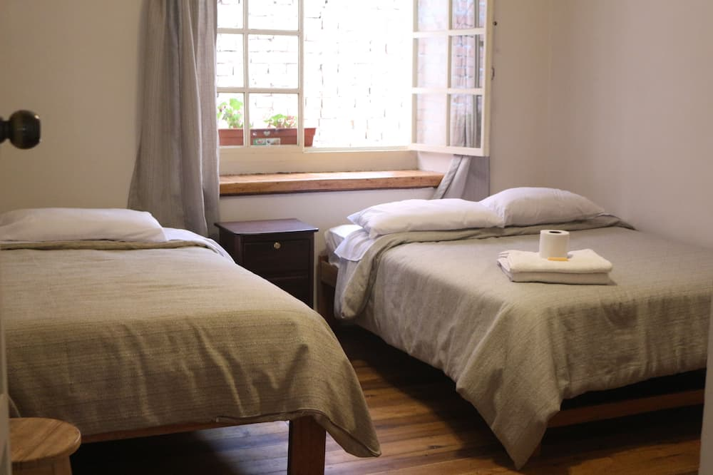 Shared Dormitory (6 pax) - Bilik Tamu