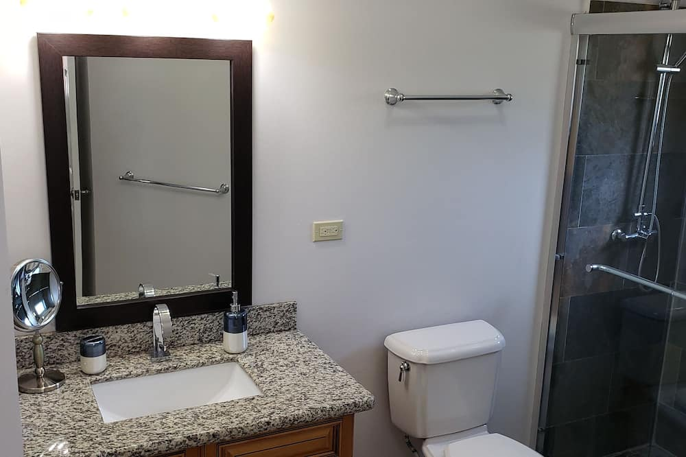 Deluxe Apartment, 1 Queen Bed, Non Smoking - Bathroom