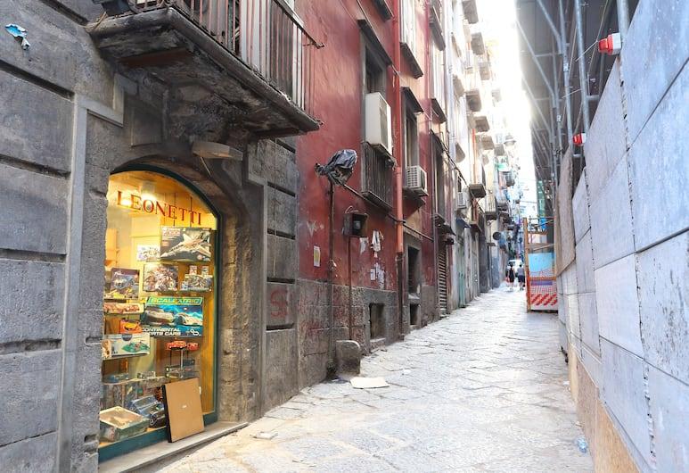 Napoli a Festa , Naples, Bagian luar