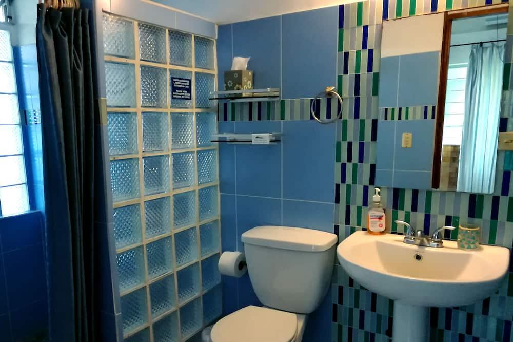 Eenvoudige tweepersoonskamer, 1 queensize bed, niet-roken, uitzicht op tuin - Badkamer
