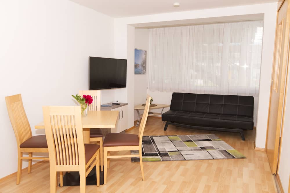 Classic Apartment, Multiple Beds, Non Smoking, Garden View - Living Room