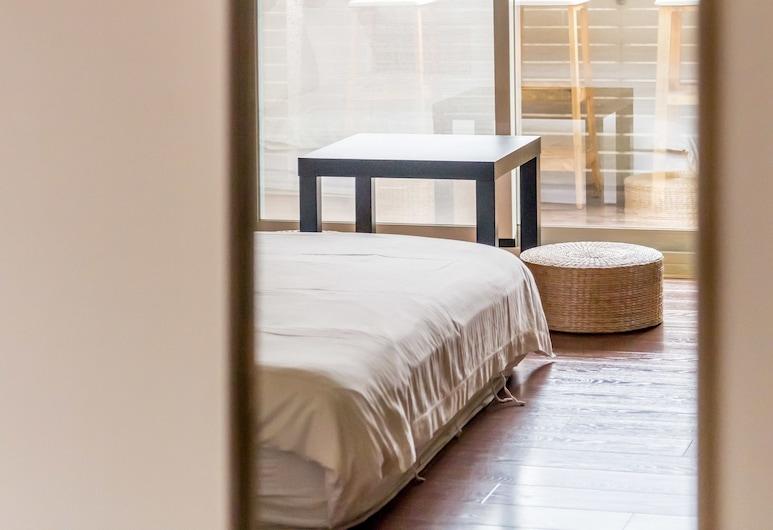日安艸木 環境友善民宿(馬桶有魚), 台東市, 標準四人房, 浴缸, 城市景觀, 客房