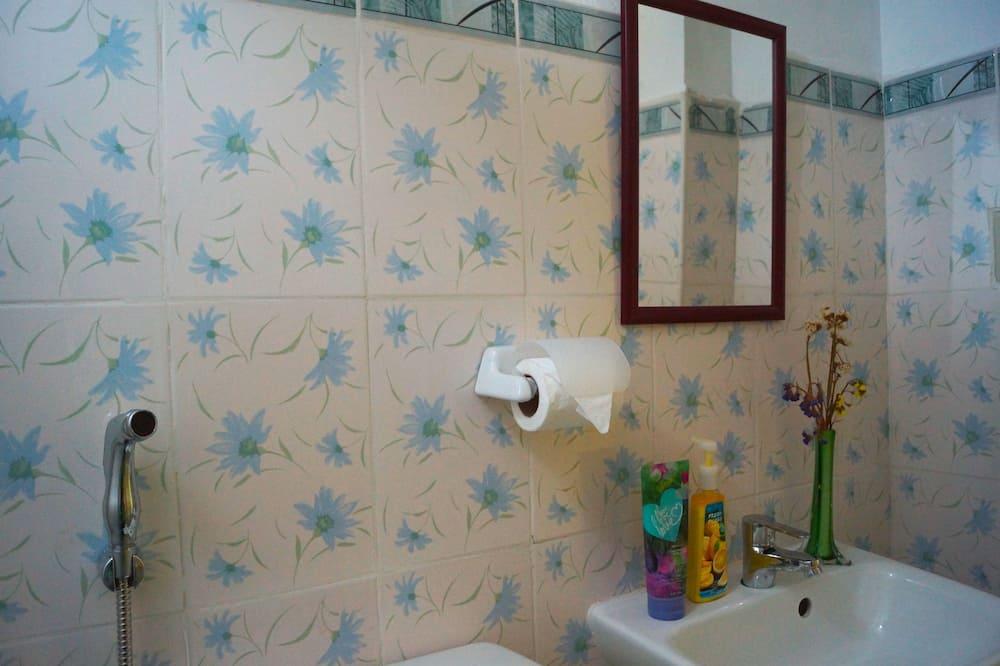 Chambre Familiale (Attic) - Salle de bain