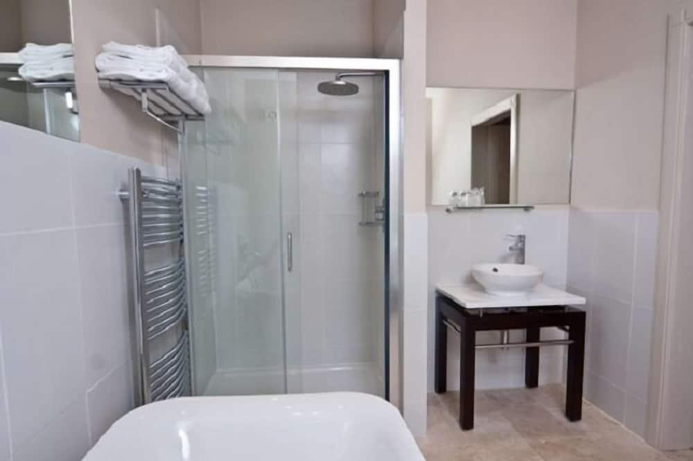 Family Suite (Eileen Donan) - Bathroom