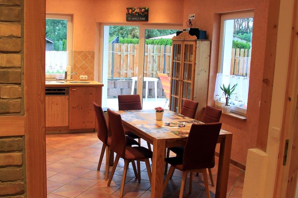 דירה (incl. 95 EUR cleaning fee) - אזור אוכל בחדר