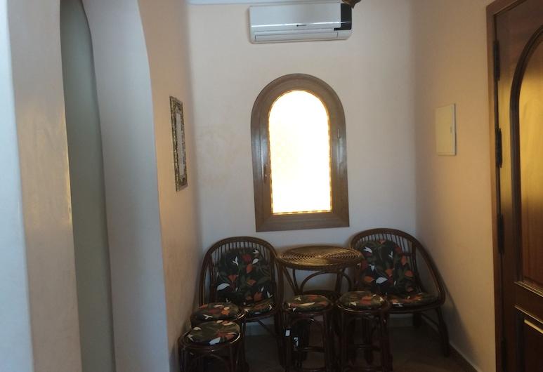 إيه بي بي إم بي سي إتش دبليو, عليين, شقة - غرفتا نوم - منظر للحديقة, منطقة المعيشة
