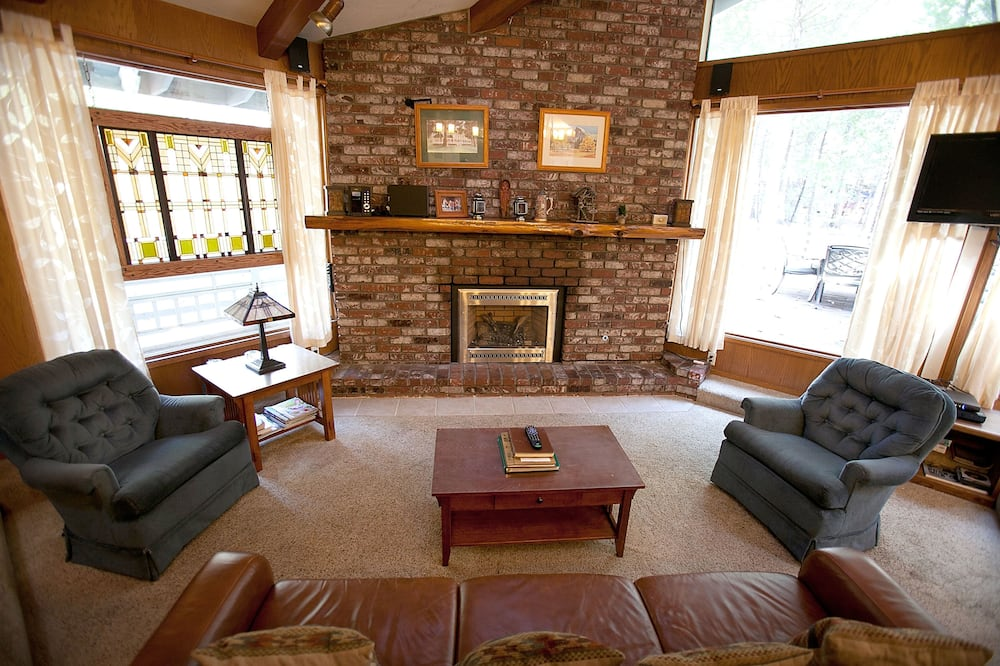 Family Cabin, 5 Bedrooms (5 Bedrooms) - Living Area
