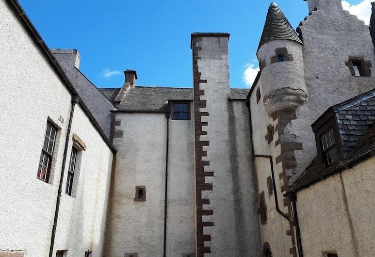 Hallgreen castle, Montrose
